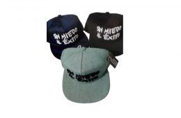 Gorras bordadas en relieve